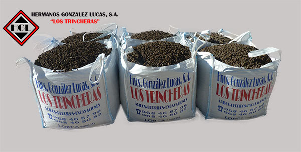 Sacas o Big Bags de Gravilla negra volcanica para decoración de jardines.
