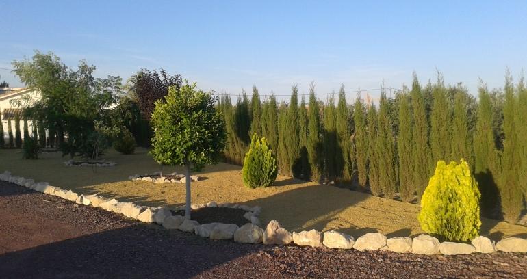 Grava jardin saca grava jardn bigmat volcnica negra grava volcnica materiales de construccin - Jardin con grava ...