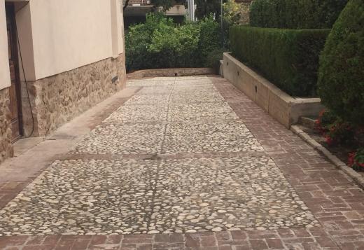 pavimento con grava canto rodado